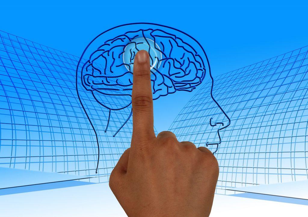 אצבע נוגעת במוח