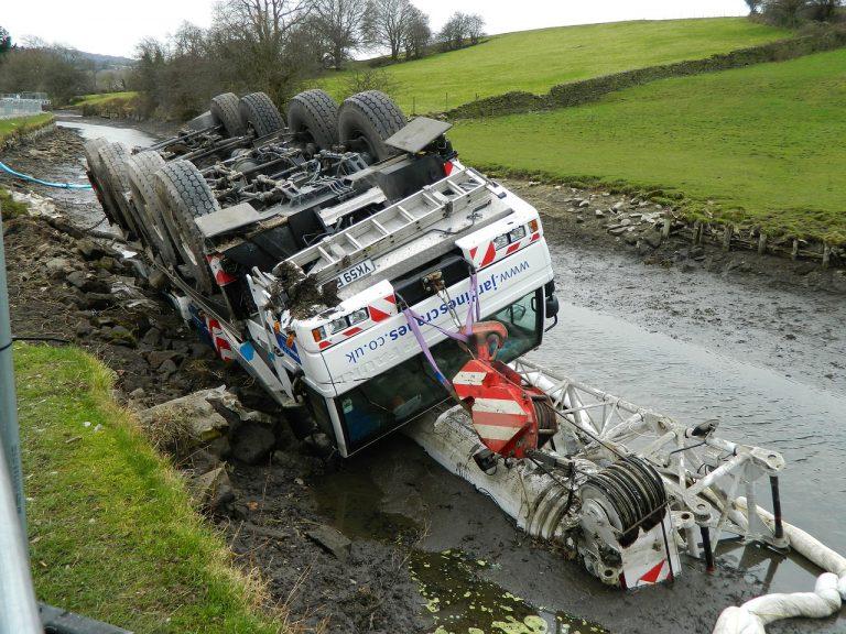 רכב משא שעבר תאונה