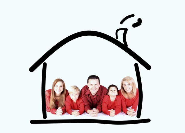זוג עם ילדים בבית