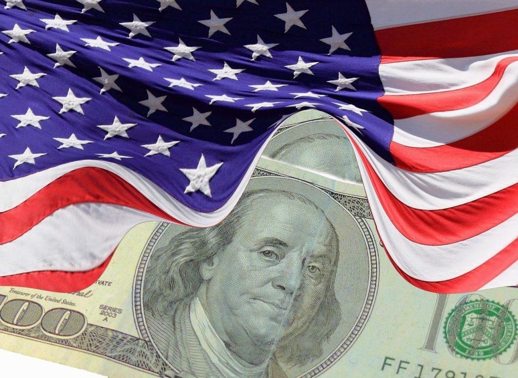דגל ארהב ודולרים