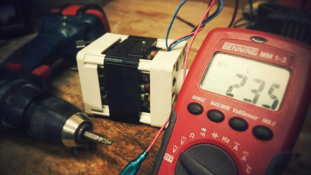 ציוד לחישוב צריכת חשמל בבית